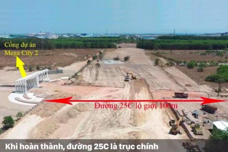 Cổng chính dự án Mega City ngay trục 25C
