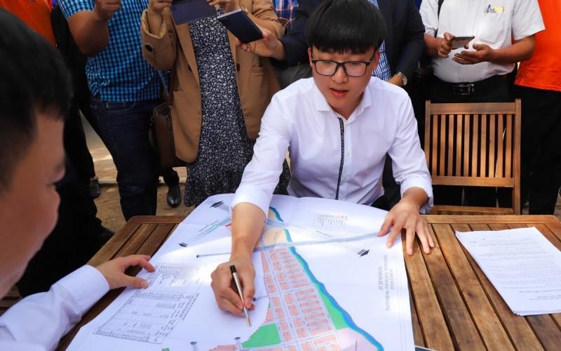 Ông Nguyễn Phú Đức – Tổng Giám đốc Công ty Kim Oanh chính thức nhận bào giao lại dự án Khu dân cư Hòa Lân