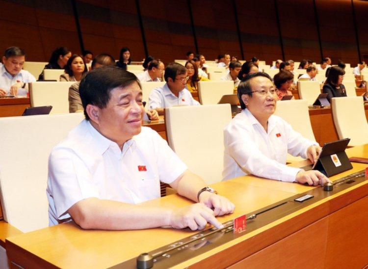 443 đại biểu Quốc hội đã bấm nút thông qua Nghị quyết đầu tư công