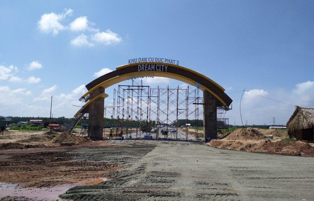 Cổng dự án Đức Phát 3 Bàu Bàng đang dần hoàn thiện